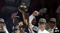 Чемпионы НБА 2011 года команда Dallas Mavericks. Майами. 12 июня 2011 года