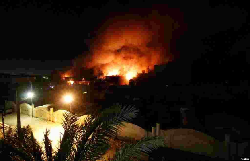 تظاهرات مردم بصره در اعتراض به فساد دولتی در عراق. معترصین ساختمان استانداری بصره را به آتش کشیدند.