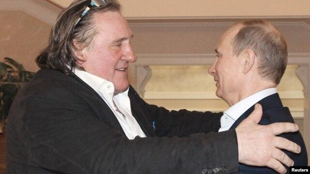 El presidente ruso Vladimir Putin y el actor Gerard Depardieu durante un encuentro este sábado 5 de enero.