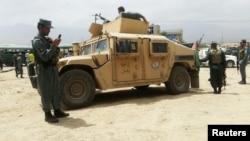 阿富汗安全部隊在阿富汗喀布爾西郊巡查(2016年6月30日)