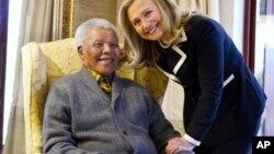 Bivši južnoafrički predsednik Nelson Mandela i američka državna sekretarka Hilari Klinton