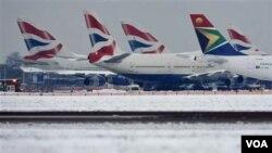 Aviones atrapados en el aeropuerto internacional de Heathrow, en Londres.