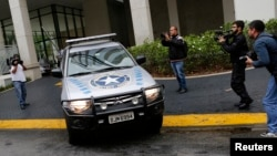 """FILE- A vehicle belonging to the Brazilian Federal Revenue Authority leaves the headquarters of Brazilian conglomerate Camargo Correa during """"Operation Carwash"""" in Sao Paulo, Nov. 14, 2014. Fifteen search warrants in the """"Operation Carwash"""" probe were issued Wednesday."""