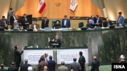 عکس آرشیوی از سخنرانی عبدالرضا رحمانی فضلی وزیر کشور ایران در مجلس شورای اسلامی
