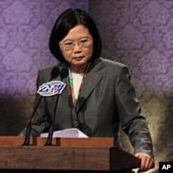 民进党主席蔡英文在辩论会上谈话