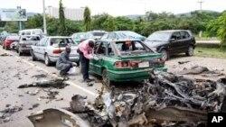 Epave d'un des vécuhicules utilisés dans les attenats d'Abuja