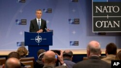 Sekretaris Jenderal NATO, Jens Stoltenberg memberikan keterangan kepada media di markas NATO di Brussels, Belgia (foto: dok).