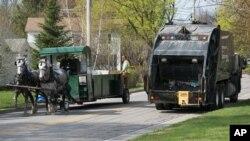 En Vermont dos caballos reemplazan los 300 caballos de potencia que necesita un camión de basura para trasladarse.