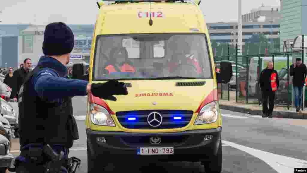 救护车在爆炸后到达布鲁塞尔国际机场。(2016年3月22日)