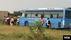 Les étudiants tchadiens revendiquent la mise en circulation de leur bus à N'Djamena, Tchad, 27 septembre 2018. (VOA/ André Kodmadjingar)