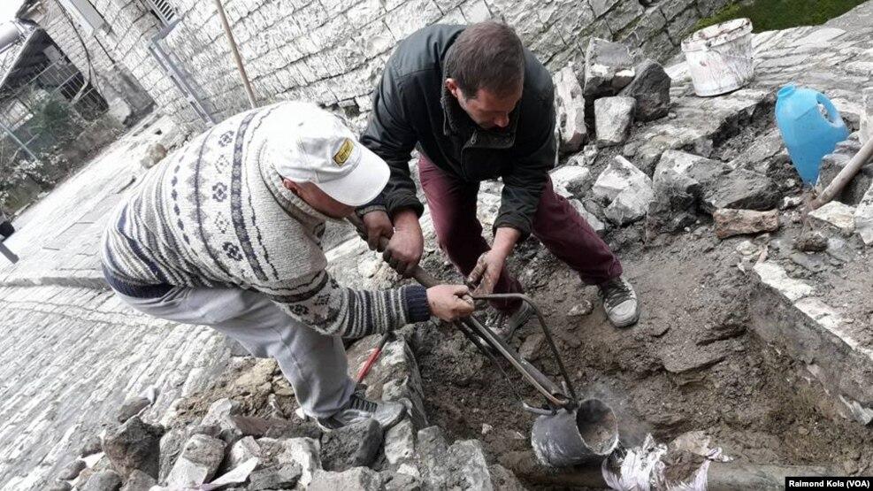 Shqipëri: moti i keq shkakton vdekjen e tre vetëve