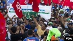 La oposición decide entre cinco aspirantes un candidato único para disputarle la presidencia de Venezuela a Hugo Chávez.