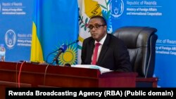 Umushikiranganji ajejwe imigenderanire y'u Rwanda n'amakungu, Vincent Biruta, mu kiganiro n'abamenyeshamakuru