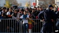 تیر کال څه دپاسه یو میلیون مهاجر اروپا ته تللي دي.