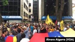 Manifestantes protestaron en las calles de Caracas, Venezuela, el miércoles, 16 de mayo, de 2018, contra la elección presidencial convocada para el próximo domingo.