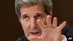 Menteri Luar Negeri John Kerry bersaksi di hadapan subkomite Senat di Capitol Hill, Washington untuk membela permintaan anggaran untuk operasi diplomasi (24/2). (AP/J. Scott Applewhite)