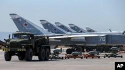 جت های روسیه در پایگاه هوایی حمیمیم در سوریه - ۲۰۱۶