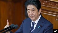 아베 신조 일본 총리가 26일 일본 중의원 본회의에서 연설하고 있다.