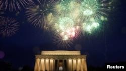 Pháo hoa mừng Lễ Độc lập 4/7 tại Đài tưởng niệm Lincoln ở thủ đô Washington (ảnh tư liệu)