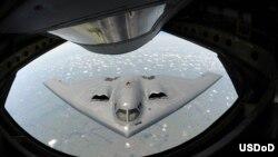 Заправка у повітрі стелс-бомбардувальника B-2. LRSB має створити його наступника у повітряному флоті США