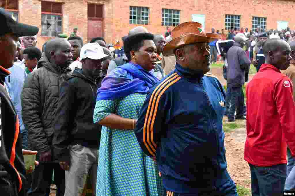 Perezida Pierre Nkurunziza ku murongo yitegura gutora