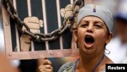Mientras en muchos países latinoamericanos se pide intervenir cada vez más a la CIDH, en el seno de la OEA se piensa en reformar ese organismo de derechos humanos.