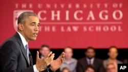 Presiden AS Barack Obama berbicara mengenai kandidat hakim Mahkamah Agung, Merrick Garland, di fakultas hukum University of Chicago (7/4). (AP/Jacquelyn Martin)