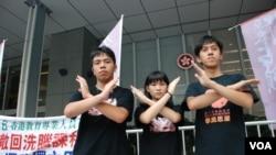 3名學民思潮成員(左起)林朗彥、黃莉莉、凱撒,8月30日率先發起絕食,抗議當局推行國民教育