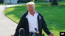 Le président Donald Trump s'entretient avec les médias avant de monter à bord de Marine One à la Maison Blanche à Washington, le 19 septembre 2018.