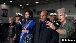 印度國防部長辛格(Rajnath Singh)2019年12月17日訪問美國一艘航空母艦(美國海軍照片)