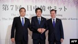 日本﹑中國與南韓三國首腦舉行峰會。