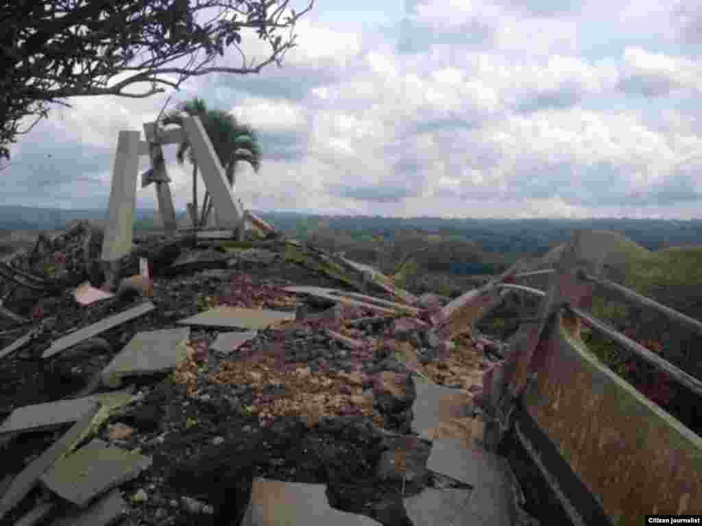 La imagen muestra los daños causados por el terremoto en Bohol, Filipinas este martes 15 de octubre de 2013. (Foto cortesía de Robert Michael Poole)
