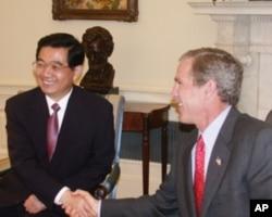 胡锦涛访问美国时会晤时任美国总统布什