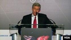 Thứ trưởng Năng Lượng Hoa Kỳ Daniel Poneman.