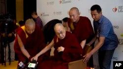达赖喇嘛2019年4月4日在新德里对教育工作者说,他一直寻求以大家都能接受的方式解决西藏问题。
