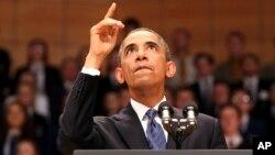 El presidente Obama en Irlanda: su popularidad ha caído al subir los escándalos.