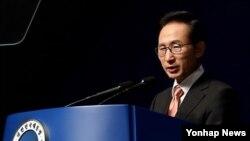 15일 광복절 경축사를 하는 이명박 한국 대통령.