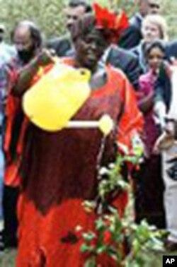 Nobel Laureate Wangari Maathai of Kenya.