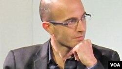 Yuval Noah Harari tại một cuộc phỏng vấn tại Berlin. (Hình: Daniel Naber / commons.wikimedia.org/wiki/File:Yuval_Noah_Harari.jpg)
