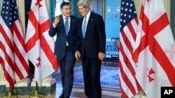 Михаил Саакашвили и Джон Керри в здании Госдепартамента США в Вашингтоне. 5 мая 2013 г.