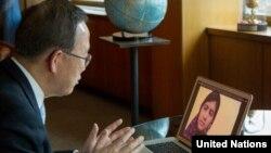 Sekjen PBB Ban Ki-moon berbincang dengan Malala Yousufzai melalui Skype (5/4).