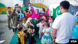 نوجوانوں کا غریب بچوں کے لیے کھولا گیا فلاحی اسکول
