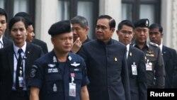 Thủ tướng Thái Lan Prayuth Chan-ocha đến tham dự một cuộc họp nội các hàng tuần tại Tòa nhà Chính phủ ở Bangkok, Thái Lan, 10/1/2017.