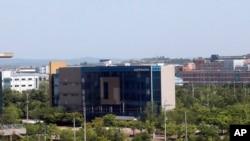 Edifiico do escritório de ligação entre as duas Coreias antes de ser destruído por Pyongyang (16 Junho 2020)