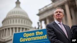 """Trưởng khối Dân chủ Đa số tại Thượng viện, Thượng nghị sĩ Harry Reid """"lạc quan"""" về viễn ảnh có thể giải quyết bế tắc."""