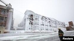 En Chicago, a pesar de la fuerte helada, este edificio se incendió. No se registraron víctimas.
