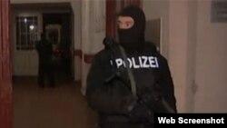 比利时在街头部署军队,加强一些敏感地区的安保措施。(网络截屏)
