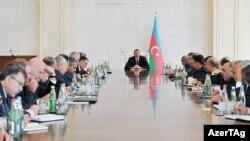 Prezident İlham Əliyev müşavirə keçirir