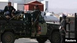 2013年12月23日警察巡逻车在萨那国际机场