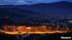 Un nuevo proyecto gubernamental de vivienda en Las Mayas, Caracas. Un reporte del Banco Muncial que evalúa las regulaciones para establecer pequeños y medianos negocios, establece que Venezuela es el peor país de América Latina para hacer negocios.